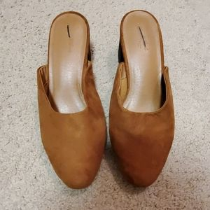 Universal Thread mules size 7